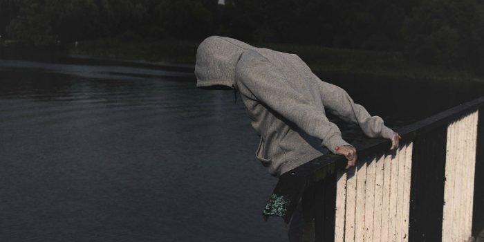 أخصائي: أسباب وطرق الانتحار متعددة ورجال أكثر قساوة