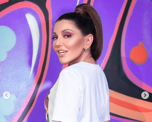 """بالفيديو.. سميرة سعيد تكشف عن أغنية مسلسل """"هي"""""""