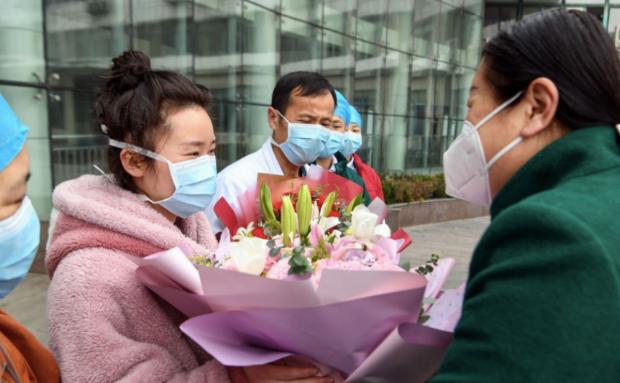 تعرفي على نصائح أول صينية تعافت من فيروس كورونا