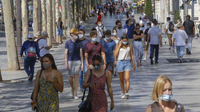 فرنسا تلغي إلزامية ارتداء الكمامات وتنهي الحظر الليلي